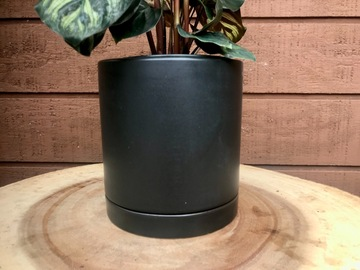 Selling: Planter Pot Black- Romey