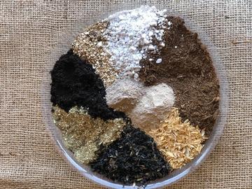 Selling: Super Veg Mix Soil 10 gallon/1.3 cu.ft bag